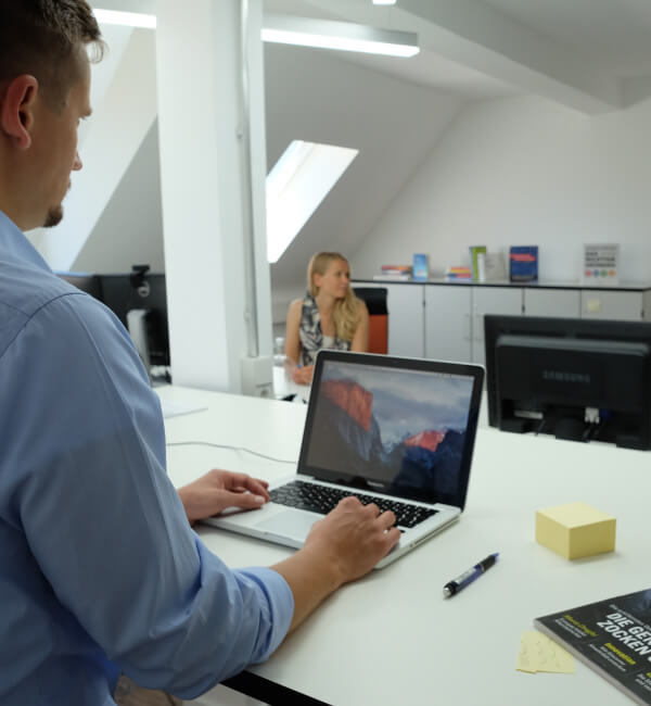 Büro oder Tisch buchen - Coworking Space Profi Table
