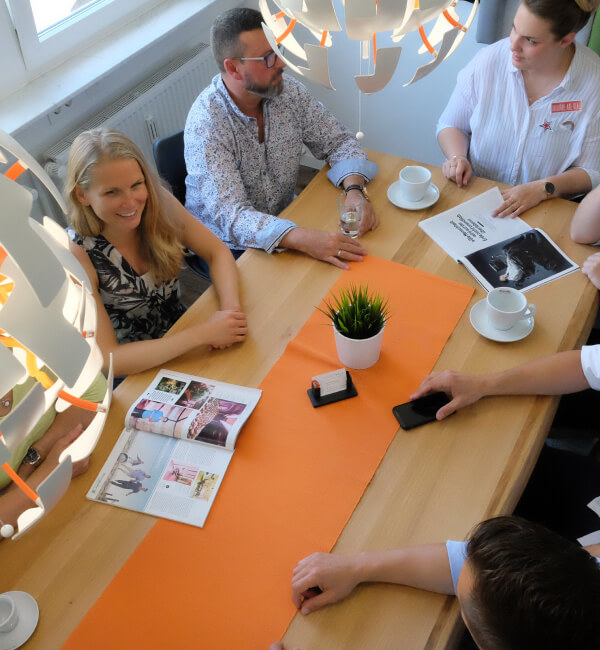 Unsere Community - Coworking Space Profi Table