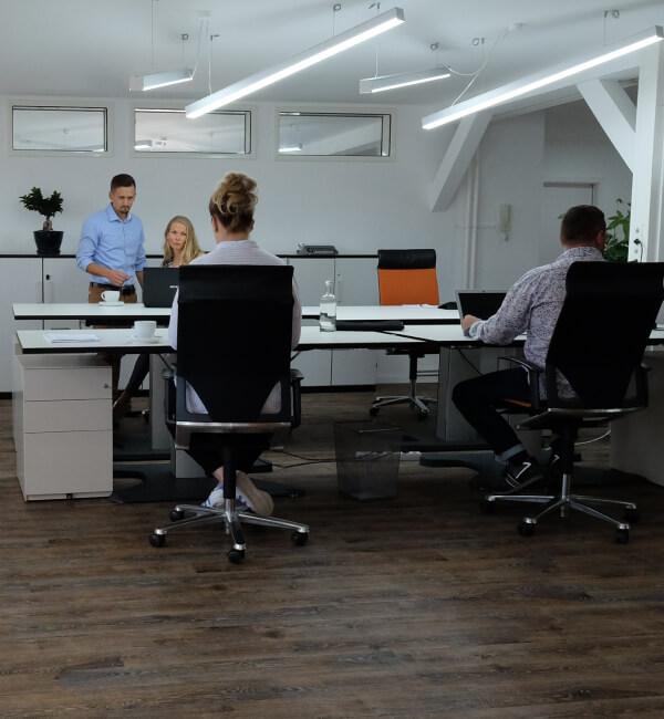 Über den Space - Coworking Space Profi Table